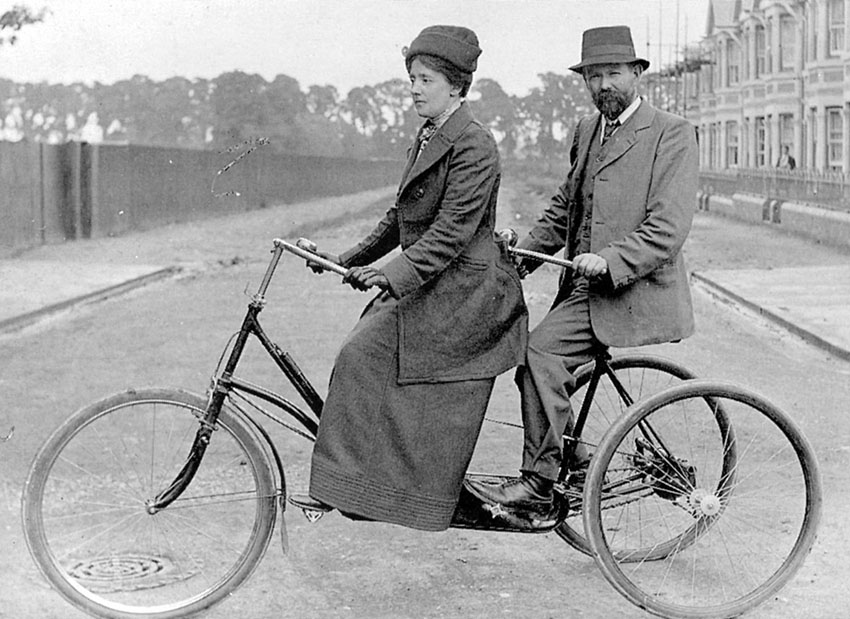6-82b-1 Cromwell Street William & Mary Hooper on tandem Portrait 1897 copy