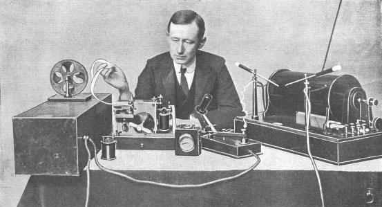 Marconi_at_desk