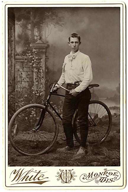 1894-upsloper-bicycle-velo-dog-pistol