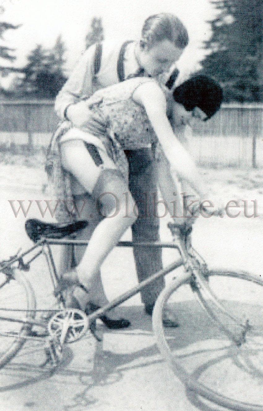 porno-retro-na-velosipede