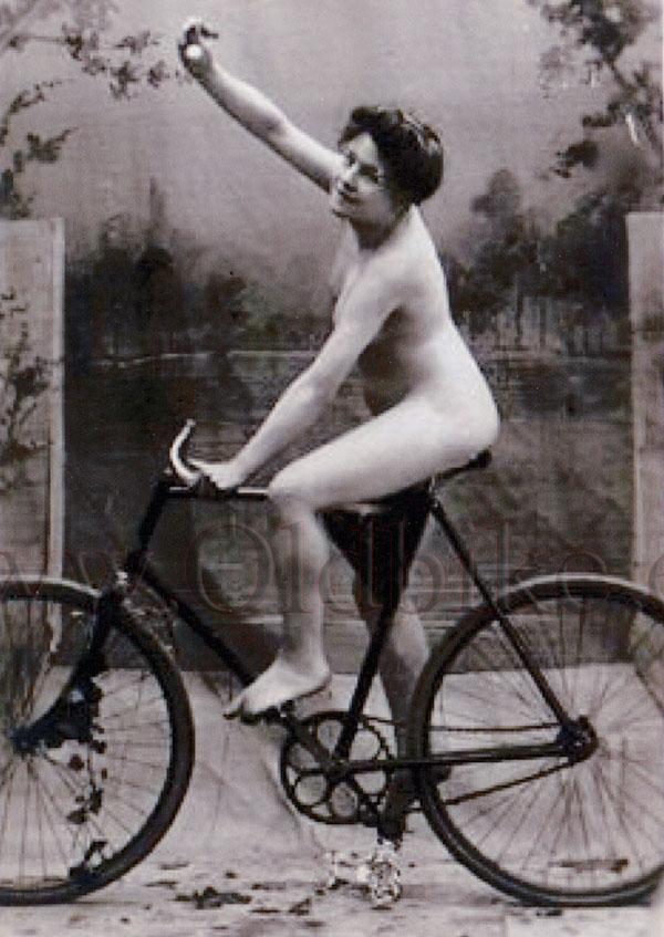 nude Vintage bicycle
