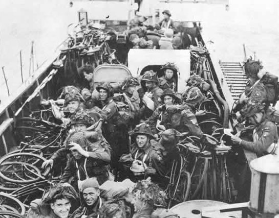 JUNO BEACH CANADIAN TROOPS 2