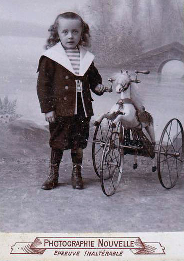 1800s horse tricycle 0