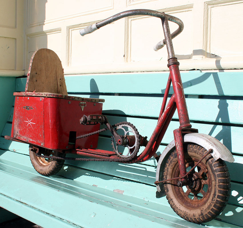 1950s GLORIA pedal scooter 05