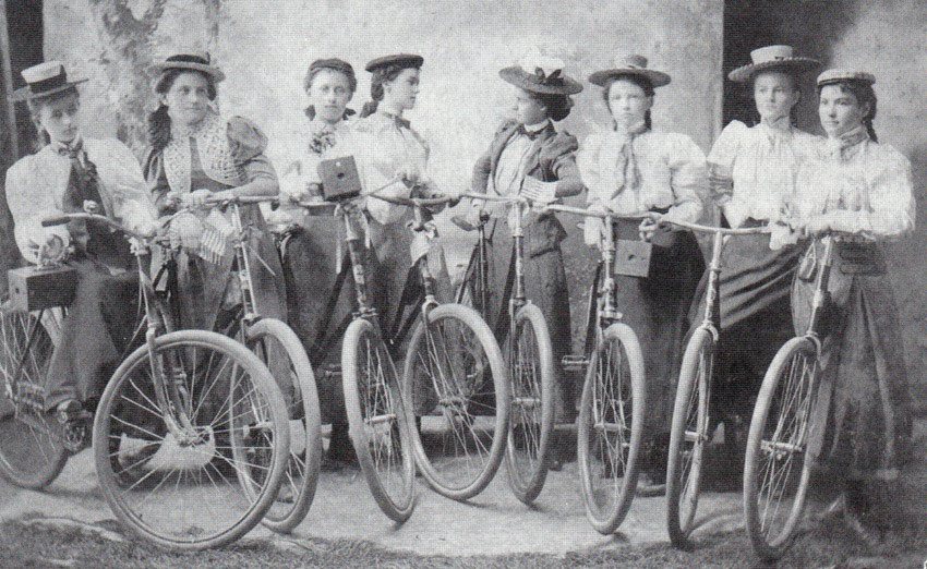 1899_Ladies_Camera_Cycling