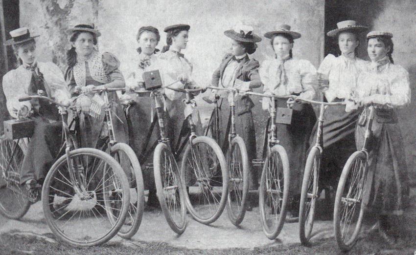 1899_Ladies_Camera_Cycling