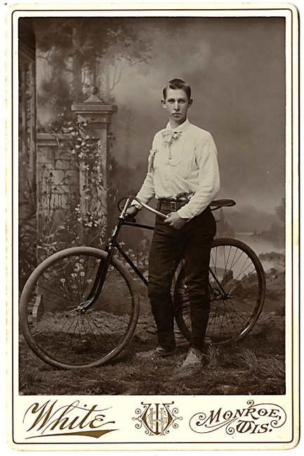 1894-upsloper-bicycle-velo-dog-pistol